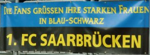 Starke Frauen in Blau-Schwarz